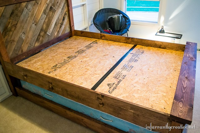 Farmhouse Pallet Bed With Rolling Trundle Infarrantly