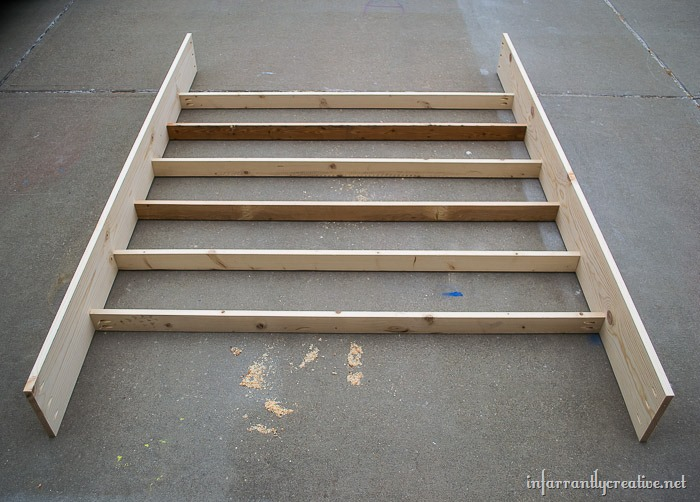 farmhouse pallet bed without a boxspring