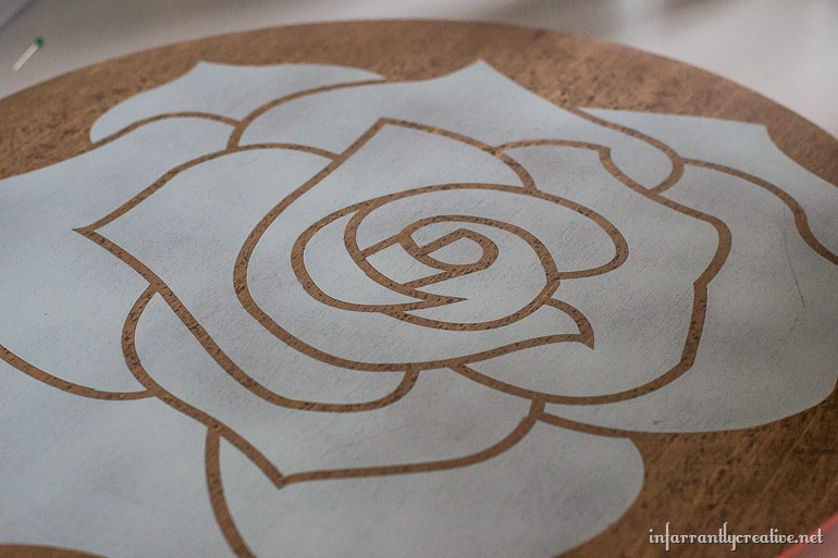 white rose table