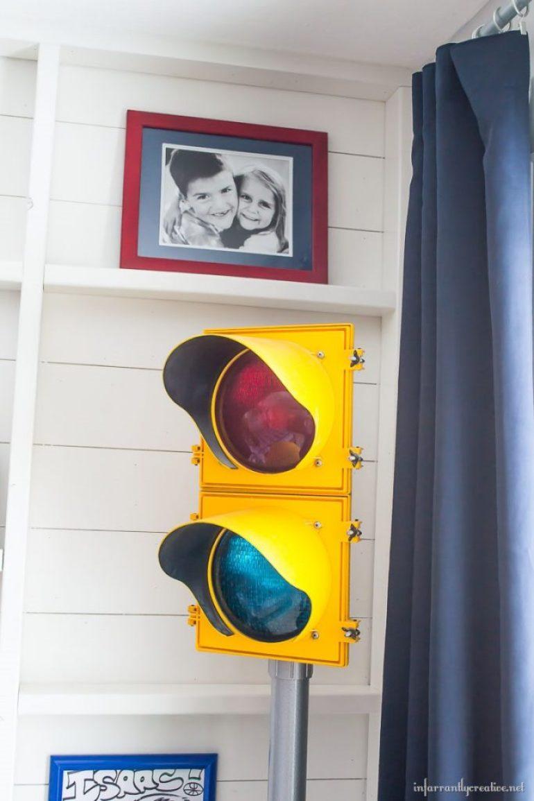 stop light in bedroom