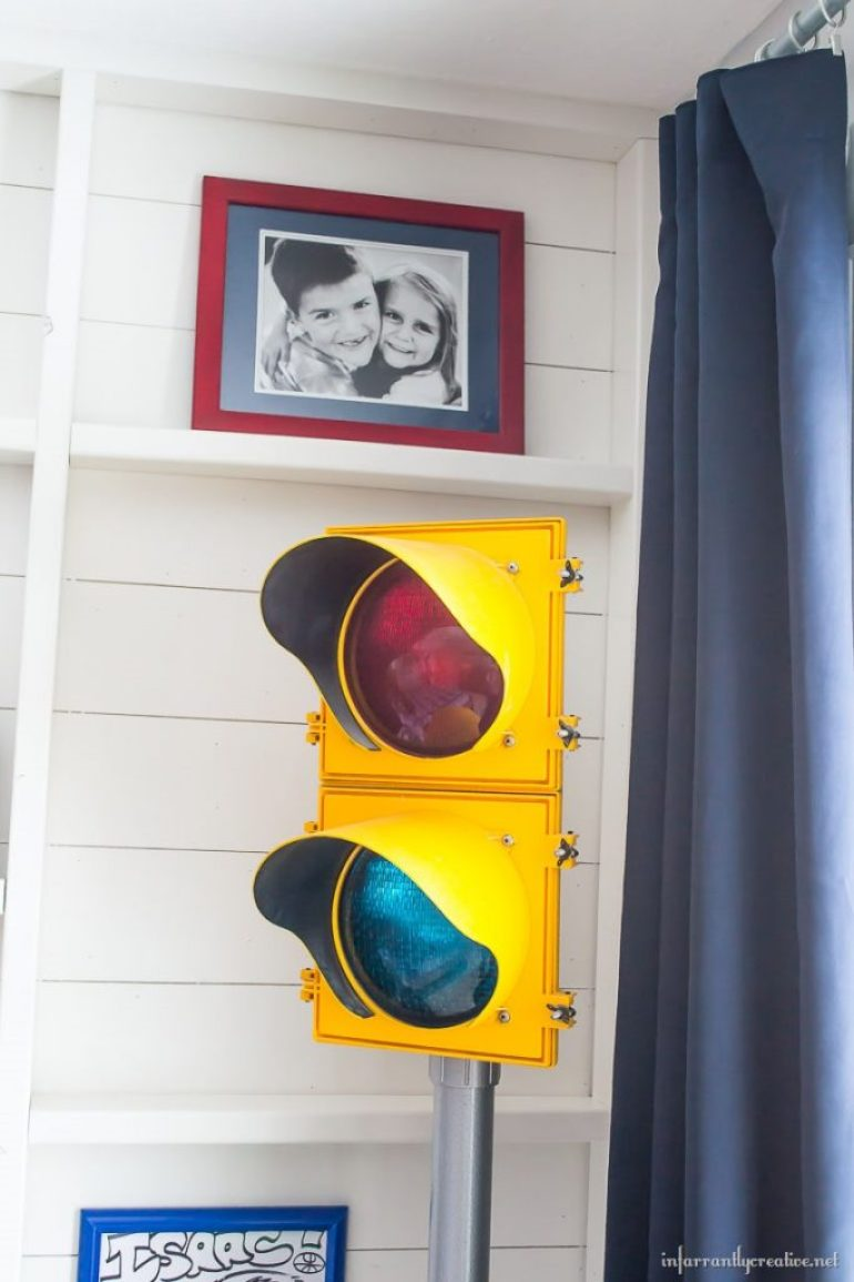 Boys Industrial Bedroom Decor Infarrantly Creative - Traffic light for bedroom