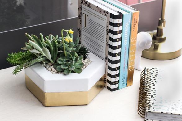 Make this DIY hexagon planter with leftover 2x4 scraps!