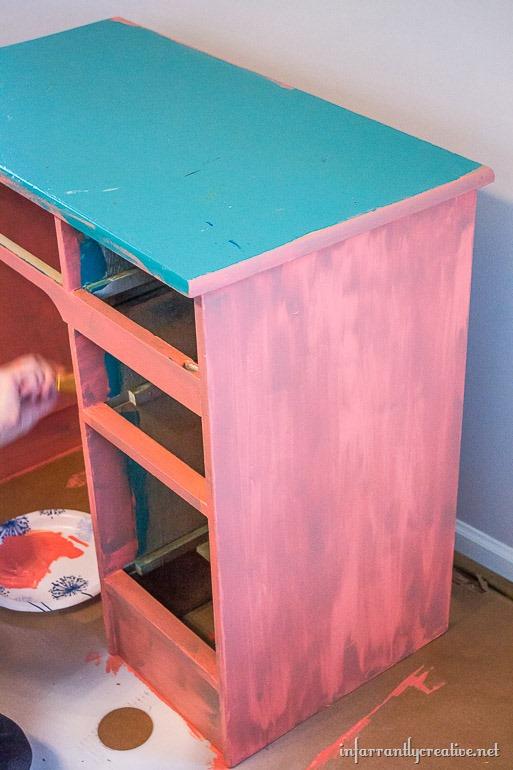 chalk-piant-a-desk