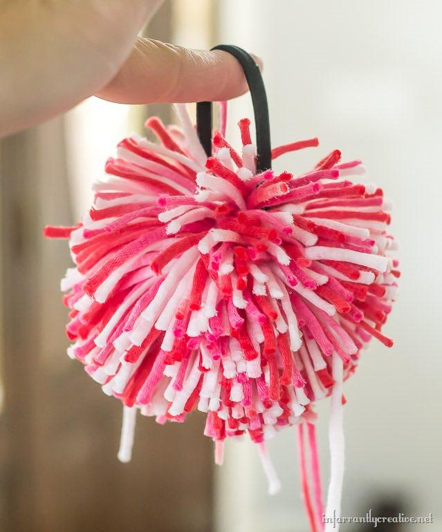 cheerleading-pom-pom-hair-tie