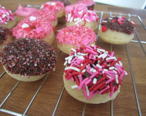 mini valentine's donuts