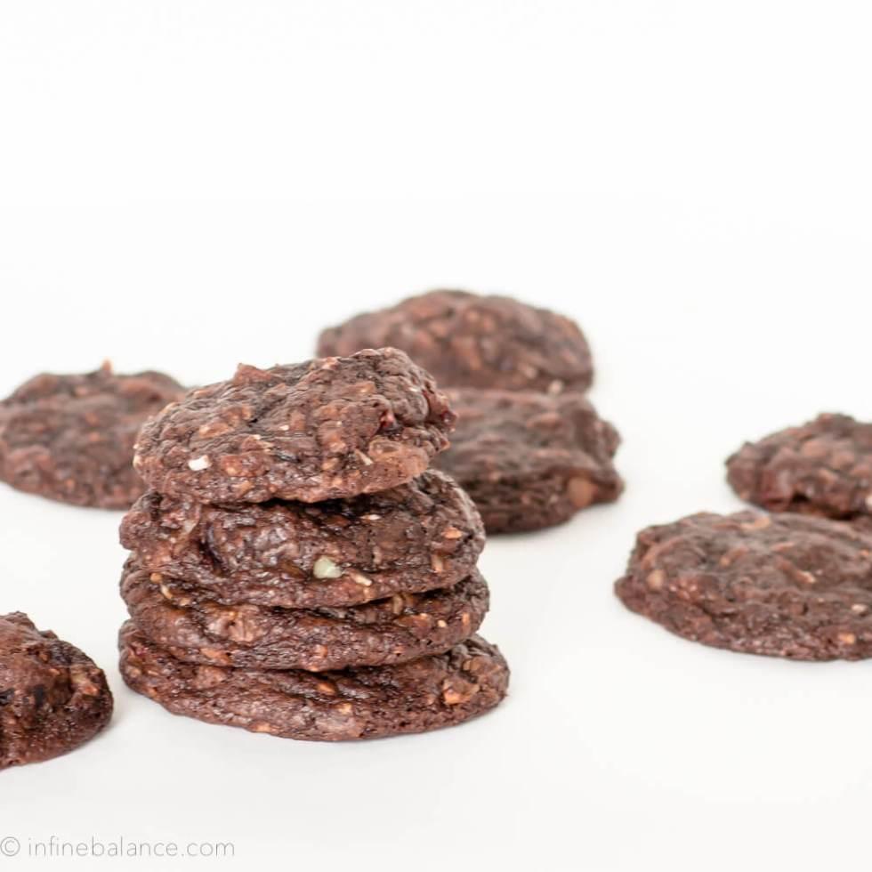 Over-stuffed Chocolate Fudge Cookies | www.infinebalance.com #recipe #cookies