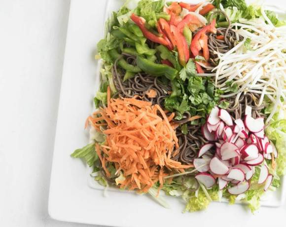 soba noodle salad with peanut sauce