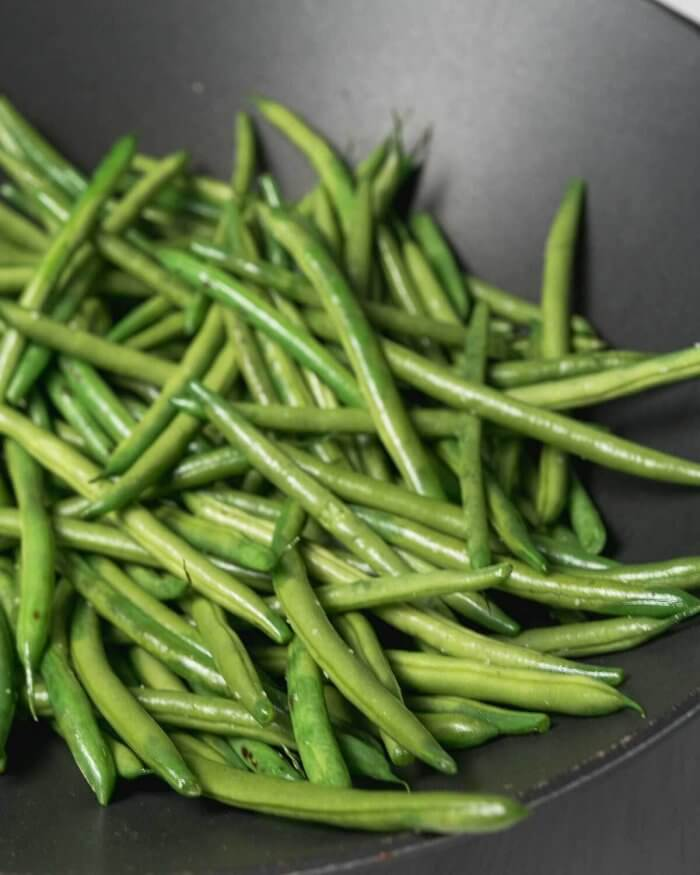 green beans in a large wok