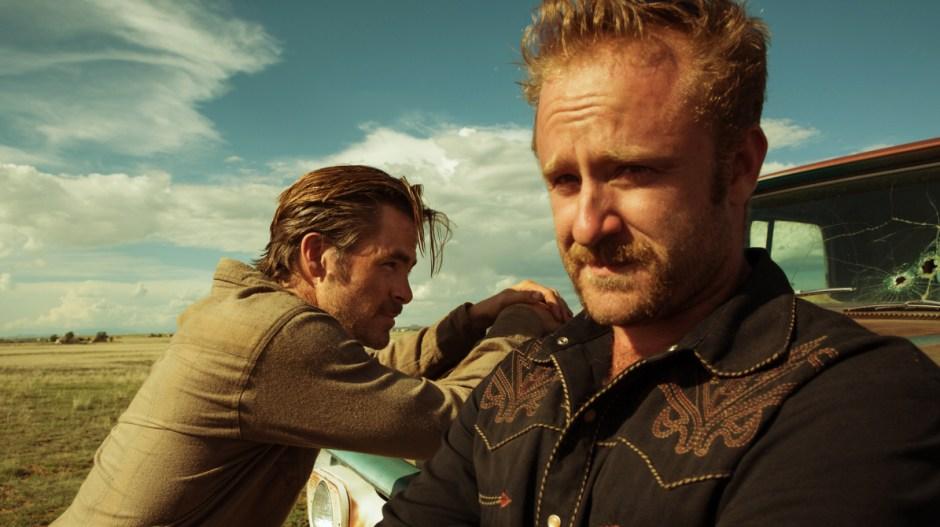1. A Qualquer Custo (Hell or High Water, 2016) Um jovem rancheiro (Chris Pine) e se irmão (Ben Foster) resolvem realizar uma série de assaltos a banco para levantar o dinheiro necessário para salvar o rancho da família.