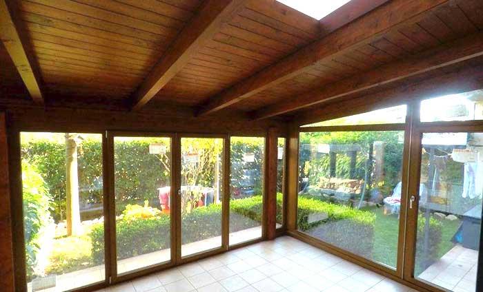 Veranda con copertura in legno