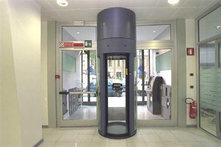 Immagine di una porta blindata per banca