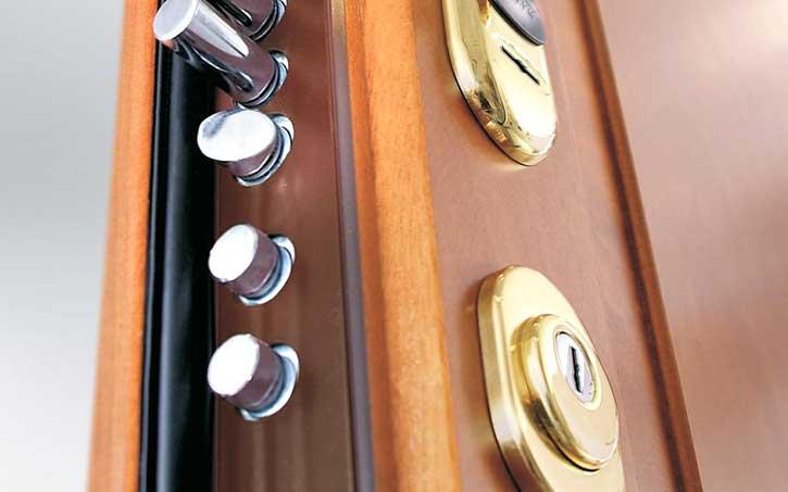 Montaggio porte blindate in un appartamento di Cremona
