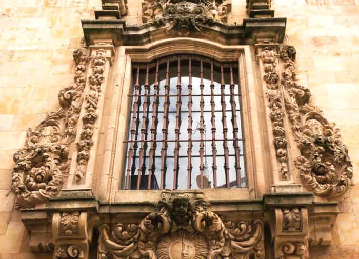 Finestra in stile barocco