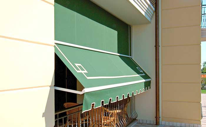 Tende da sole a caduta piccolo balcone in provincia di Brescia