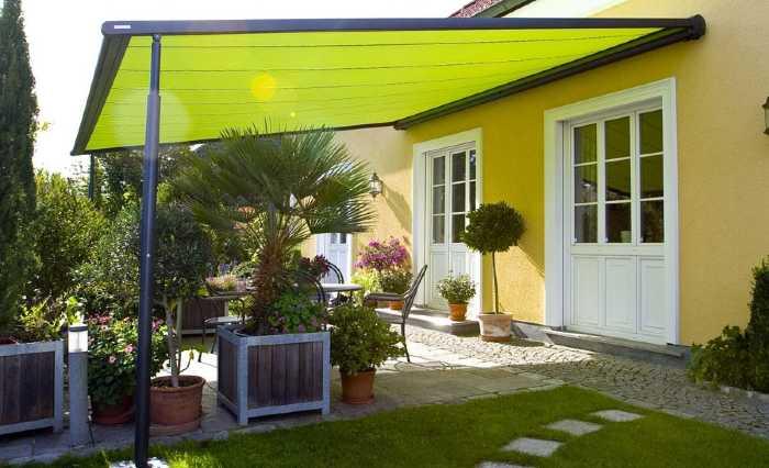 Tenda da sole in giardino paese provincia di Lecco