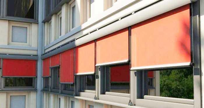 Tende da sole a caduta piccolo balcone in provincia di Pavia