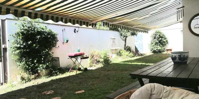 Tende da sole in una casa indipendente a Lecco