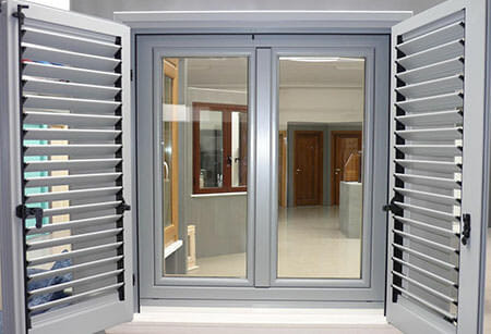 Infissi roma infissi in alluminio finestre in pvc roma - Finestre in legno gia pronte ...