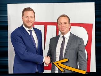 Tabubruch: Trotz Corona schüttelt FPÖ-Generalsekretär Michael Schnedlitz Reporter die Hand