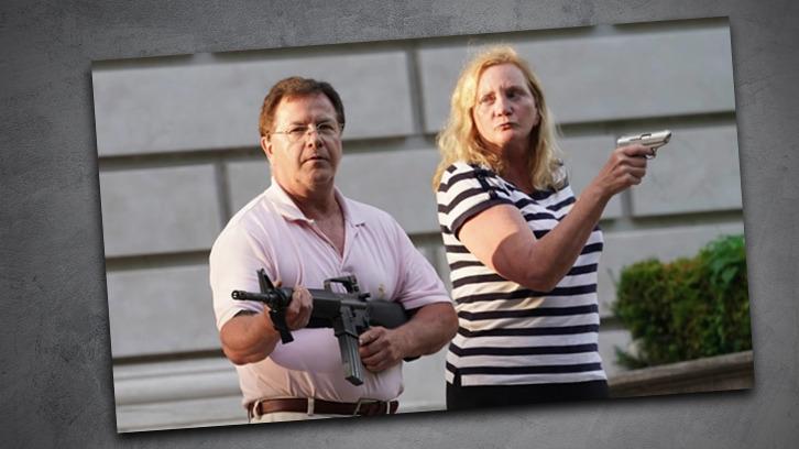 Ein Paar in den USA wollte nicht tatenlos hinnehmen, dass ihr Anwesen von BLM-Aktivisten geplündert wird.