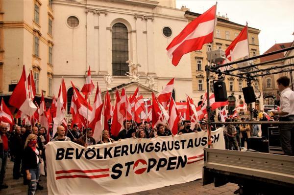 Treffpunkt zur Demonstration war am Michaelerplatz Mitten in Wien.