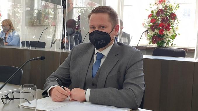 """""""Sonst lege ich ihr eine auf!"""" - ÖVP-Klubobmann droht FPÖ-Politikerin"""