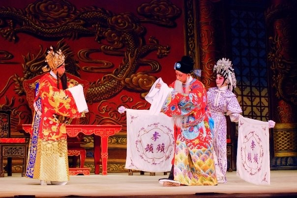 Let's Enjoy Cantonese Opera in Bamboo Theatre
