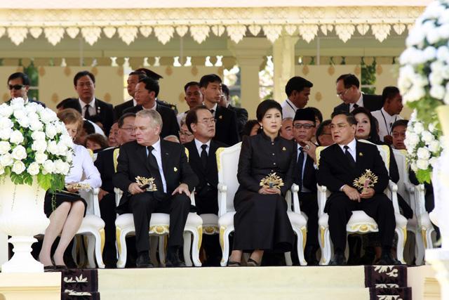 Le Premier Ministre Français Jean Marc Ayrault Et Son Homologue Thaïlandais Yingluck Shinawatra © Xinhua