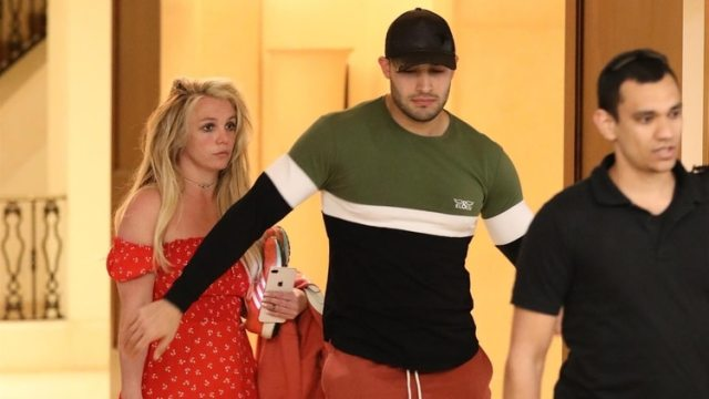 (The Grosby Group) Las fotos de Britney Spears, junto a su novio Sam Asghari, que generaron preocupación. 22 de abril de 2019