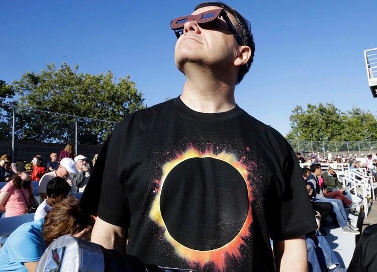 Los anteojos fabricados por Eclipse Gear ya están disponibles en el país. Se pueden encontrar en los diferentes puntos de Open 25 HS, Carrefour, Frávega y en las tiendas online de Garbarino