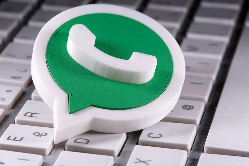 WhatsApp está trabajando en una nueva herramienta para silenciar videos antes de enviarlos (REUTERS/Dado Ruvic/Illustration)