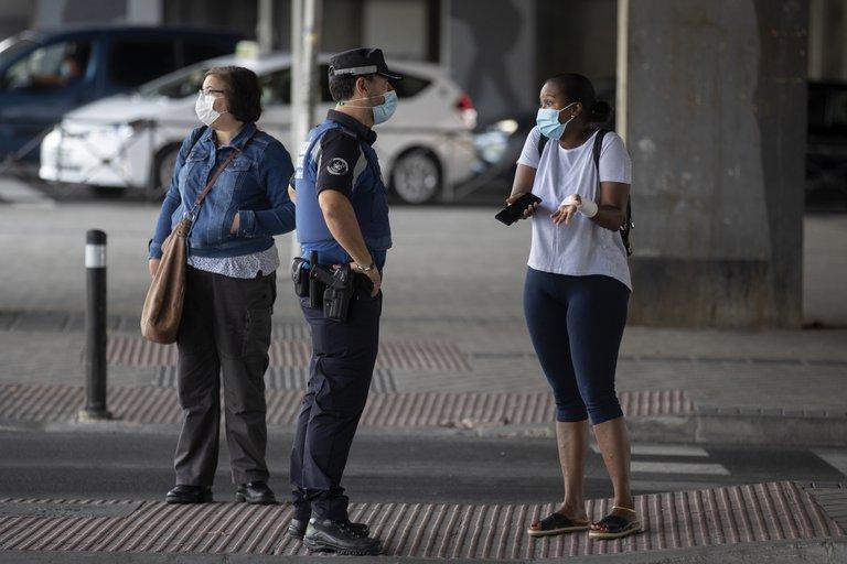 Presionada por el gobierno de Sánchez, Madrid analizan intervenir por el rebrote de coronavirus en España: afectan a un millón de personas