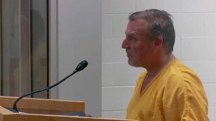 Smith fue detenido en el aeropuerto de Anchorage (Foto: AP)