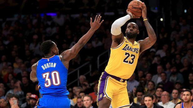 LeBron James se convirtió en el primer basquetbolista en toda la historia de la NBA en conseguir al menos un triple-doble a todos los equipos que disputan la liga (AFP)