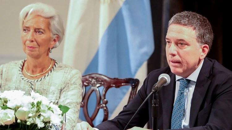La idea del Gobierno fue la de adelantar lo más posible las medidas de ajuste comprometidas por el ministro Nicolás Dujovne con la directora gerente del FMI, Christine Lagarde, para despejar la campaña electoral de malas noticias (NA)