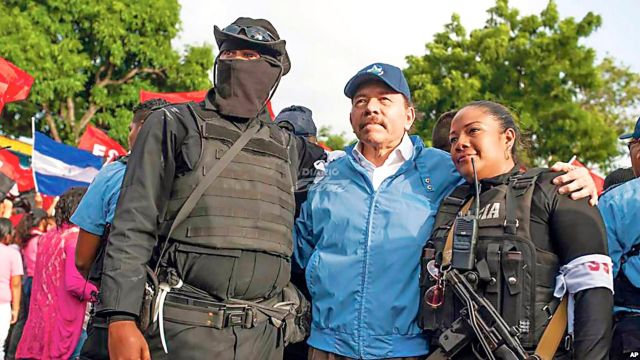 Daniel Ortega con grupos armados de Nicaragua
