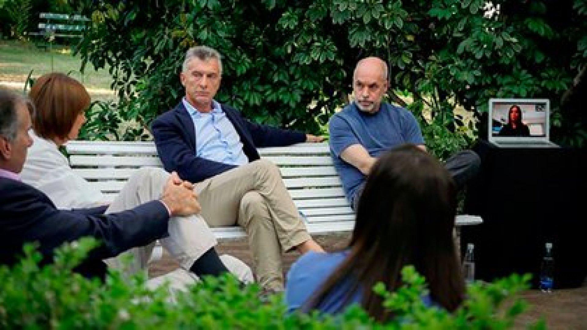 Mauricio Macri, Horacio Rodríguez Larreta, Humberto Schiavonni, Patricia Bullrich y María Eugenia Vidal (en la computadora), durante una reunión del PRO en Vicente López