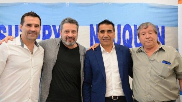 El presidente del PJ Porteño, Víctor Santa María, junto a los candidatos nequinos