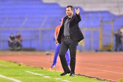 En la imagen, Mauricio Tapia, entrenador del Comunicaciones de Guatemala. EFE/JOSÉ VALLE/Archivo
