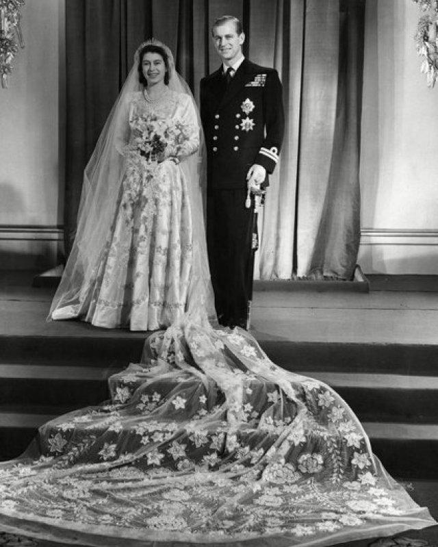 El 20 de noviembre de 1947, Felipe contrajo matrimonio con la heredera del trono británico, la princesa Isabel. En la víspera de su boda, Jorge VI le concedió el título de duque de Edimburgo, otorgándole el tratamiento de Alteza Real