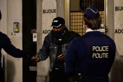 La policía belga realizó un procedimiento y se encontró con diplomáticos en medio de una fiesta sexual (REUTERS/Johanna Geron)