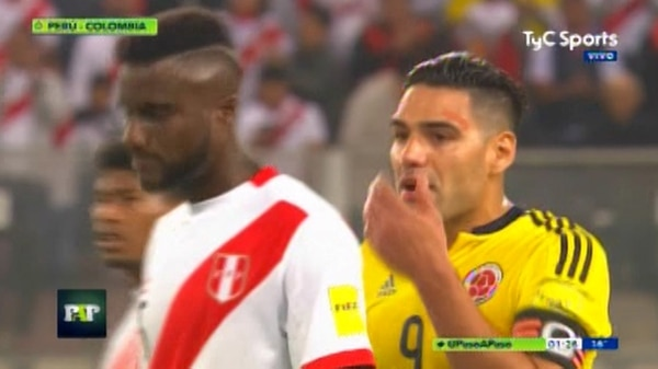 Falcao dialogó con defensas de Perú