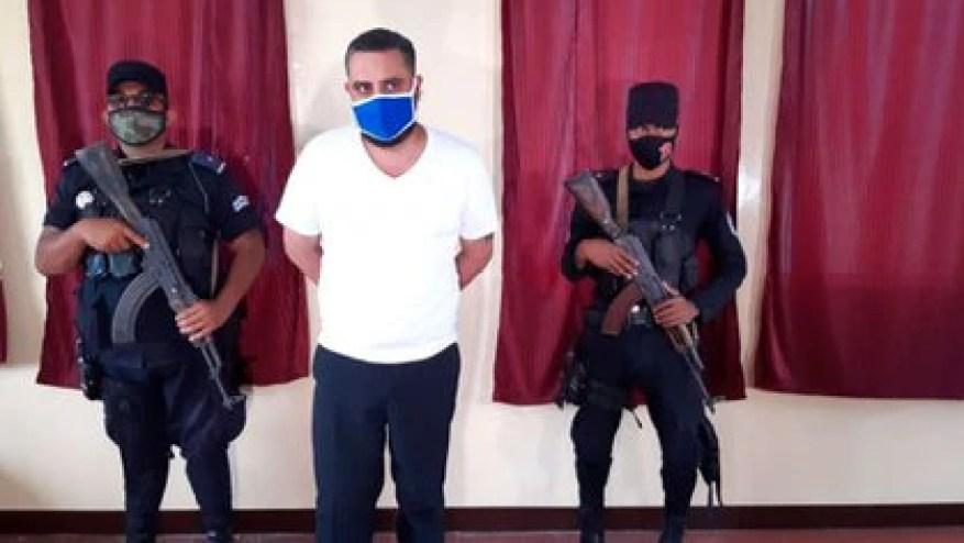 L'auteur du crime est un sympathisant reconnu du régime de Daniel Ortega, un fonctionnaire du bureau du maire d'Estelí.  On ne lui a jamais présenté l'uniforme que l'État oblige les détenus à porter.