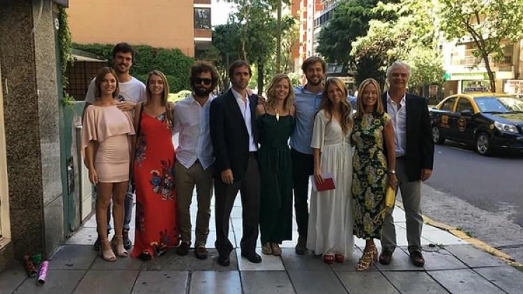 La hija de María Eugenia con toda su familia en el casamiento de Pilar Laprida