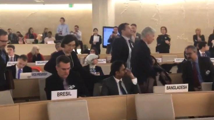 Los diplomáticos se levantorn de sus asientos no bien ingreso Jorge Arreaza, canciller chavista