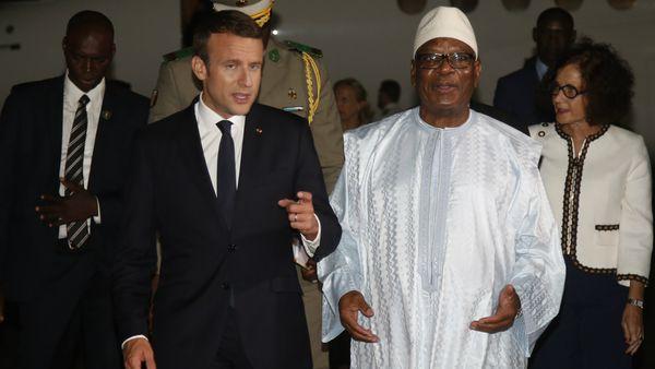 Emmanuel Macron, presidente de Francia, junto al presidente de Mali, Ibrahim Bubacar Keita. (AFP)