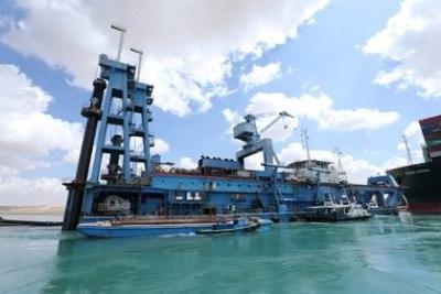 Los trabajos en la zona continúan en cooperación con la compañía holandesa Smit Salvage y la japonesa Nippon Salvage (Suez Canal Authority/Handout via REUTERS)