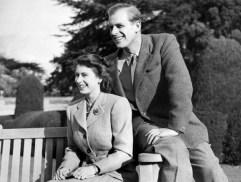 La princesa Isabel y el príncipe Felipe, el 25 de noviembre de 1947, durante su luna de miel en Broadlands, Reino Unido (AFP/Archivos – STR)