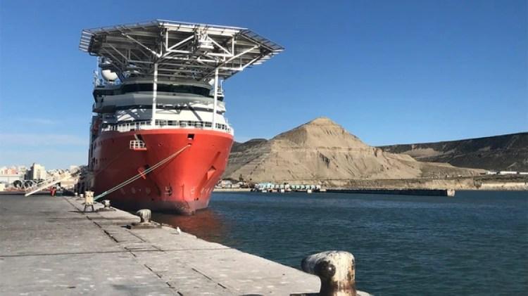 El buque Seabed Constructor en el puerto de Comodoro Rivadavia (Walter Calderon)