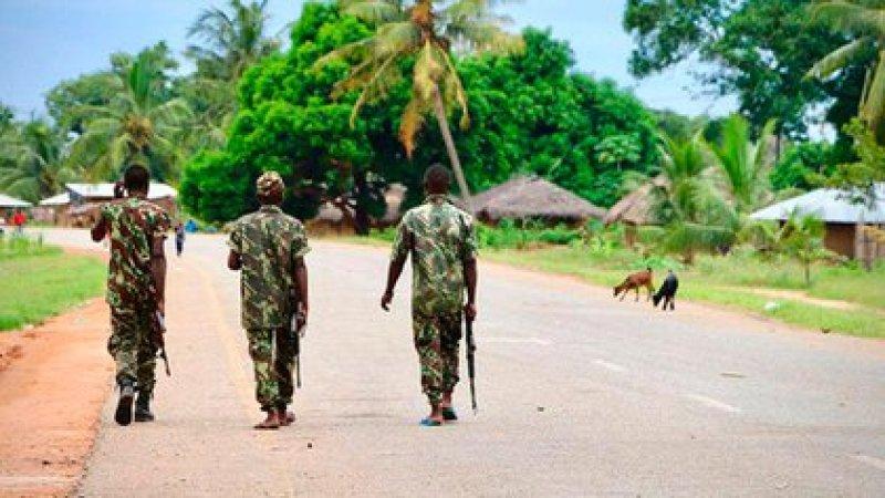 El ejército patrullando las calles de las islas del norte de Mozambique